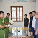 Bắt quả tang 4 đối tượng tại Ninh Bình tham gia đánh bạc ăn tiền
