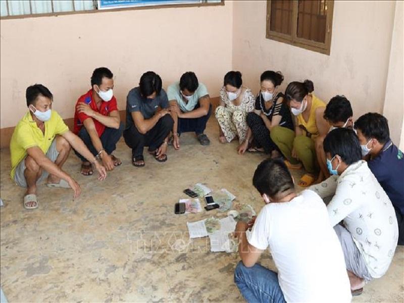 Tạm giữ hình sự 11 đối tượng sát phạt lắc tài xỉu tại Tây Ninh