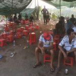 Bắt quả tang 54 con bạc đang say sưa đá gà ăn tiền tại Tiền Giang