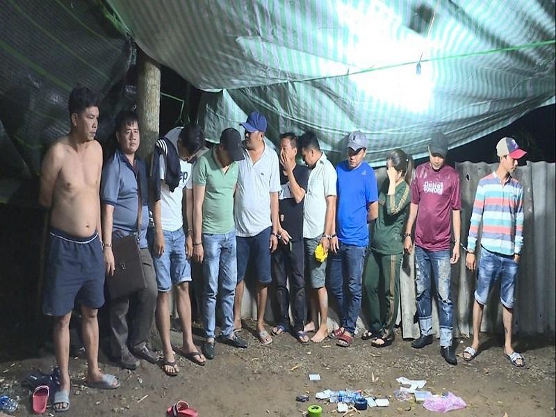 Đột kích điểm lắc tài xỉu trong đêm ở Vĩnh Long, bắt giữ 20 con bạc