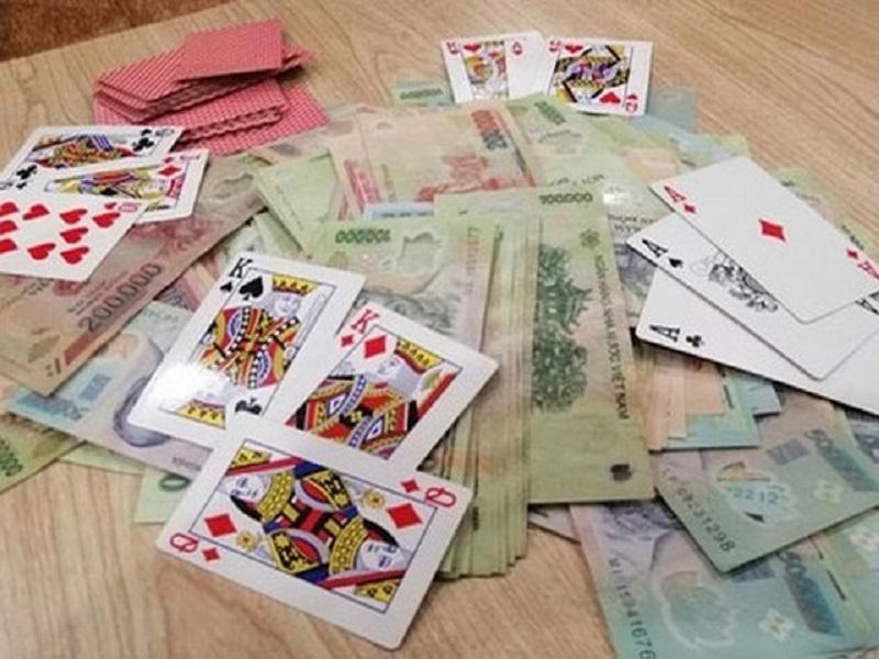 Tham gia đánh bạc, một công chức bị đình chỉ công tác