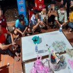 Đánh bài và lắc bầu cua ăn tiền ngày Tết tại Bình Dương, nhiều đối tượng bị bắt